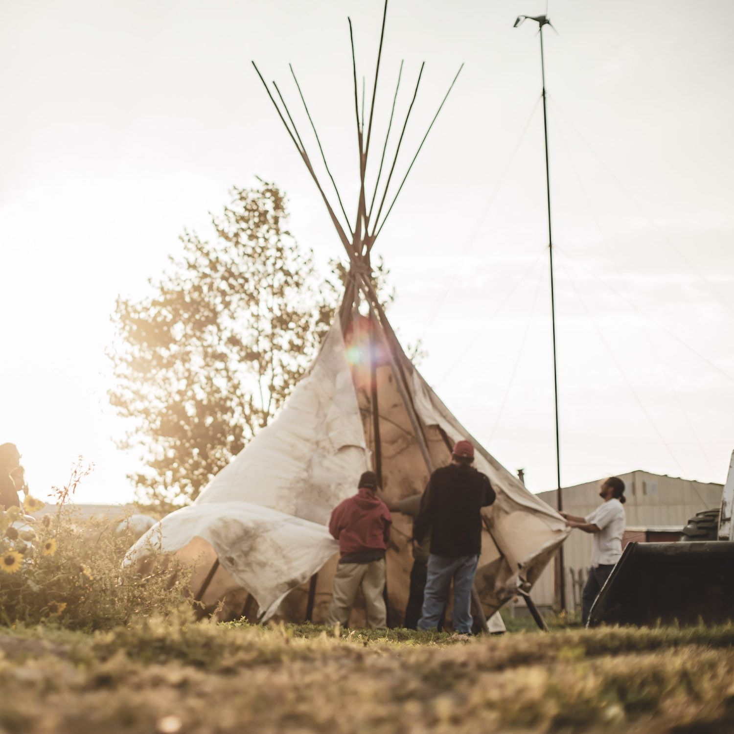 © Come To Life, Putting up the tipi honours tradition
